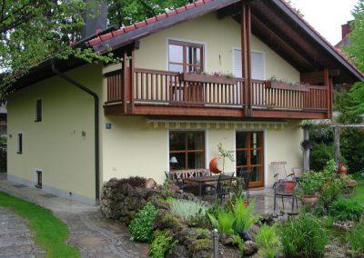 Harmonische Fassadengestaltung eines Einfamilienhauses