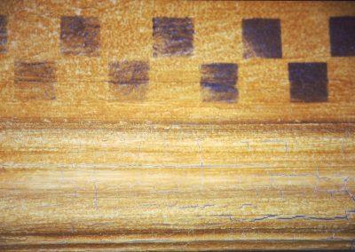 Schablonieren mit einem Simulierte-Risse-Muster (Detail)