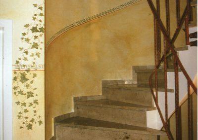 Wandlasur mit kreativen Elementen für einen besonderen Treppenaufgang