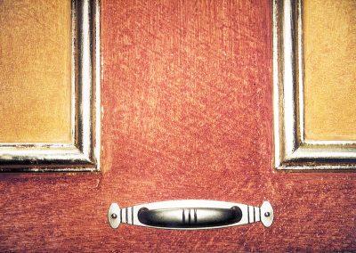 Vergolden einer Tür (Detail)