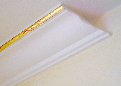 Vergolden eines Zierprofils mit Abbrucheffekt